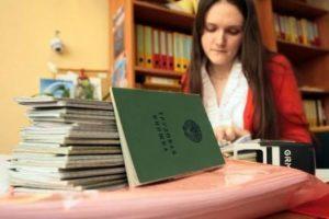 Как подписывать, заполнять, исправлять книгу учета движения трудовых книжек: правила, ошибки, образец,