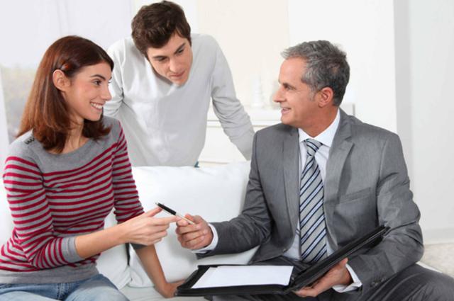 Зачем нужен риелтор: как специалисты помогают при операциях с недвижимостью